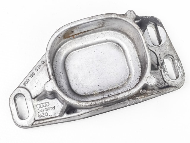 Кронштейн опоры подушки двигателя передний 2WD АКПП  8D0199335Q_BU