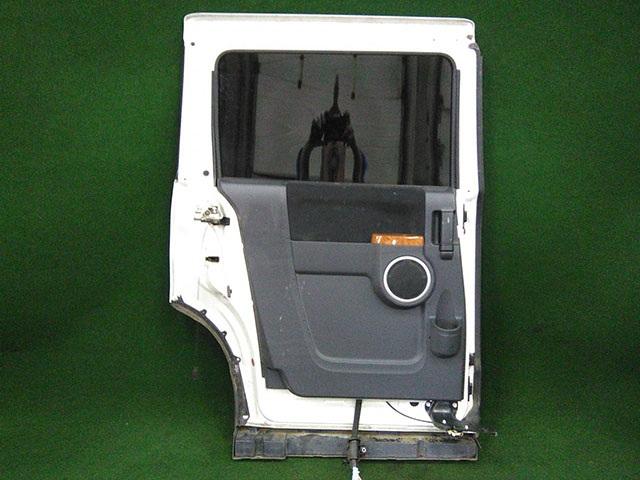 Дверь задняя левая белая в сборе с молдингом (вмятина) (Б/У) для MITSUBISHI DELICA D:5 V CV 2007-н.в.