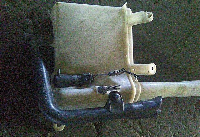 Бачок омывателя в сборе с насосом (моторчиком)  8531551010_BU