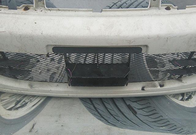 Бампер передний белый в сборе с омывателями фар и усилителем (лом низ, царапины) (Б/У) для MITSUBISHI DELICA SPACE GEAR / CARGO IV P_V / P_W 1994-2007