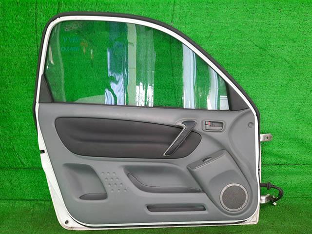 Дверь передняя левая белая в сборе (подмята) (Б/У) для TOYOTA RAV4 XA20 2000-2005