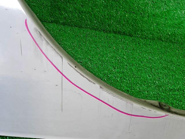 Крыло переднее правое белое в сборе с повторителем (потерто) (Б/У) для NISSAN AD III VY12 2006-н.в.