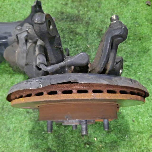 Кулак поворотный левый в сборе со ступицей, диск, суппорт 2WD  4001153J02_1BU