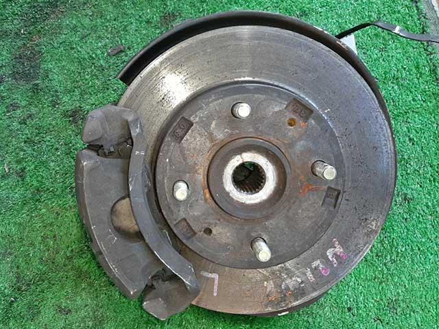 Кулак поворотный левый в сборе со ступицей, диск, суппорт 4WD (Б/У) для MITSUBISHI RVR I N1 / N2 1991-1997