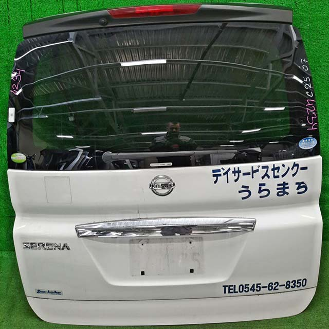 Крышка багажника белая в сборе со стеклом, спойлер, стеклоочиститель, камера (Б/У) для NISSAN SERENA III C25 2005-2010