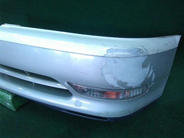 Бампер передний белый в сборе с поворотниками (лом креп, потерт) (Б/У) для TOYOTA CRESTA X100 1996-2001