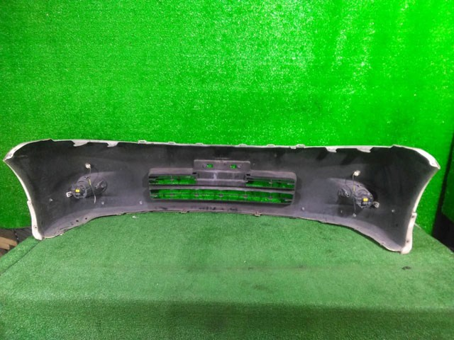 Бампер передний белый в сборе с ПТФ, парктроником и губой (Б/У) для NISSAN PRESAGE II U31 2006-2009