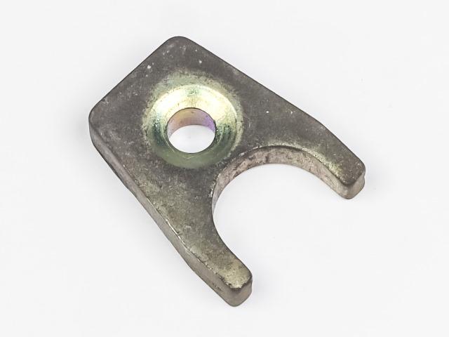 Кронштейн топливной форсунки прижимной  MD333858_1BU