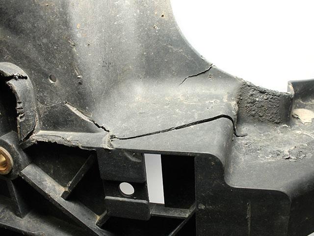 Суппорт радиатора (дефект)  625007S025_BU