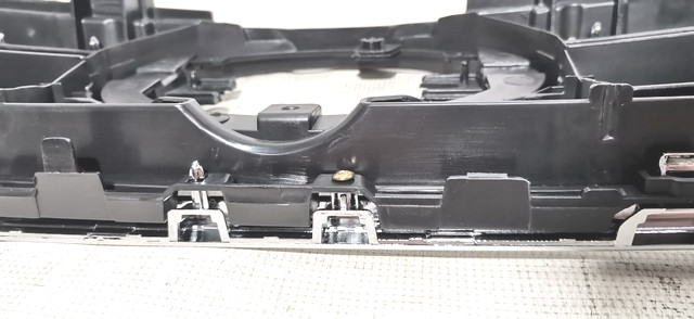 Решетка радиатора Уценка 50% (дефект хрома, сломано крепление) (уценка) для TOYOTA HILUX N110 / N120 / N130 2015-н.в.