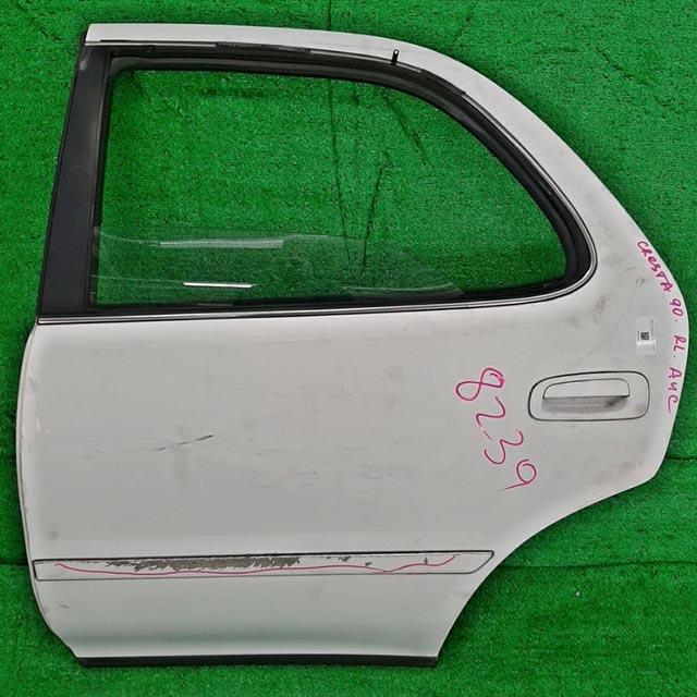 Дверь задняя левая белая в сборе (дефект молдинга) (Б/У) для TOYOTA CRESTA X90 1992-1996