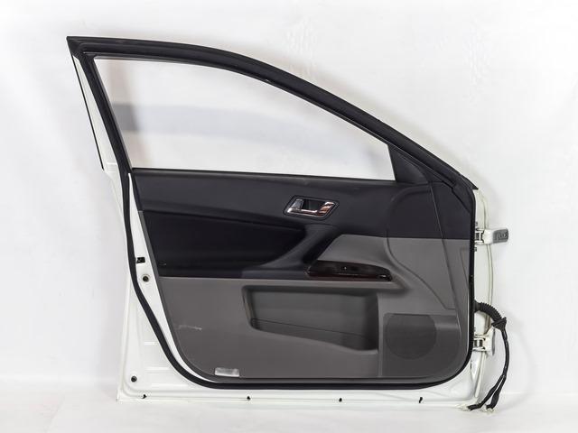 Дверь передняя левая белая в сборе (Б/У) для TOYOTA MARK X X130 2009-2020
