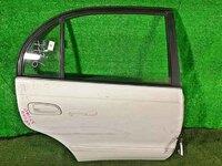 Дверь задняя правая белая в сборе с молдингом (потертости) TOYOTA CORONA T190 1992-1996