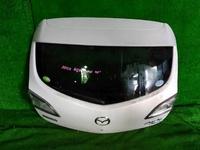 Крышка багажника белая со стеклом, с обшивкой, с моторчиком дворника, с фонарями MAZDA 3 BL 2011,2012,2013