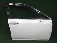 Дверь передняя правая белая в сборе (царапины) TOYOTA CROWN S200 2008-2012