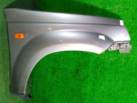 Крыло переднее правое серебро с повторителем (лом крепления) NISSAN X-TRAIL T30 2001,2002,2003,2004,2005,2006,2007