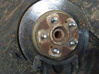 Кулак поворотный левый со ступицей, диск, суппорт NISSAN EXPERT