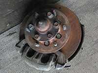 Кулак поворотный левый в сборе со ступицей, диск, суппорт, ABS 4WD MITSUBISHI L200 K74T / K75T 1996,1997,1998,1999,2000,2001,2002,2003,2004,2005