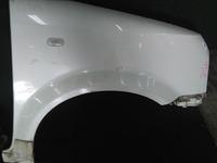 Крыло переднее правое белое в сборе с кронштейном и повторителем NISSAN CUBE II Z11 2002,2003,2004,2005,2006,2007,2008