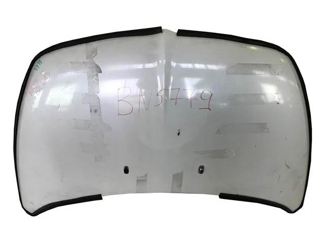 Капот белый в сборе с шумоизоляцией (потертости) (Б/У) для MITSUBISHI GRANDIS