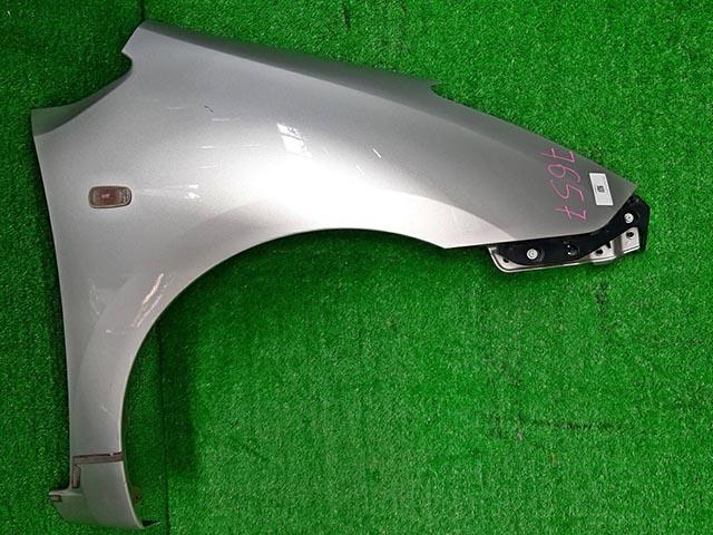 Крыло переднее правое серебро в сборе с кронштейном, повторителем (Б/У) для TOYOTA PRIUS XW20 2003-2011
