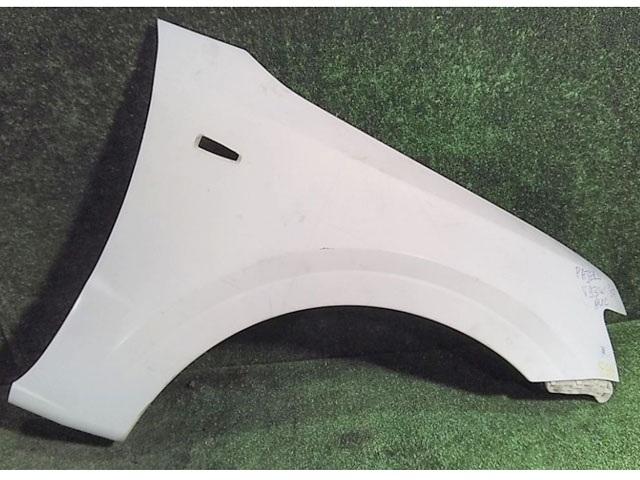 Крыло переднее правое белое (Б/У) для MITSUBISHI PAJERO / MONTERO IV