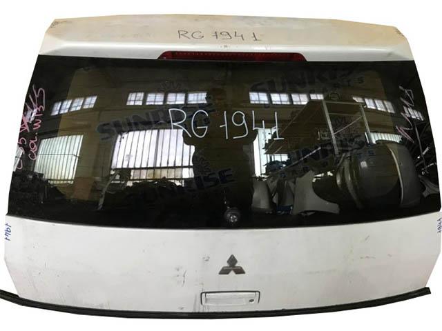 Крышка багажника белая в сборе со стеклом, со спойлером (небольшая вмятина) (Б/У) для MITSUBISHI LANCER IX