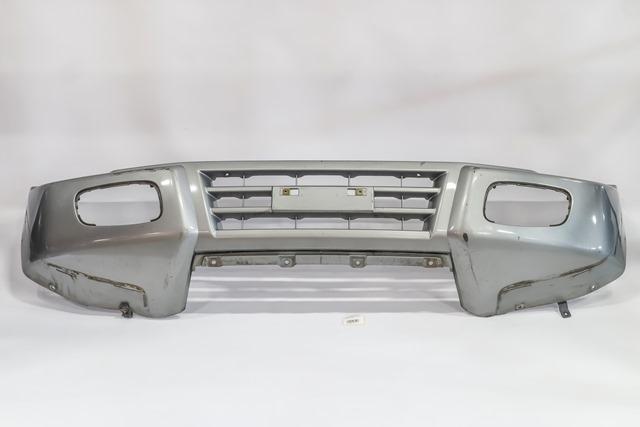 Бампер передний серый (Б/У) для MITSUBISHI PAJERO / MONTERO III V6 / V7 2000-2002