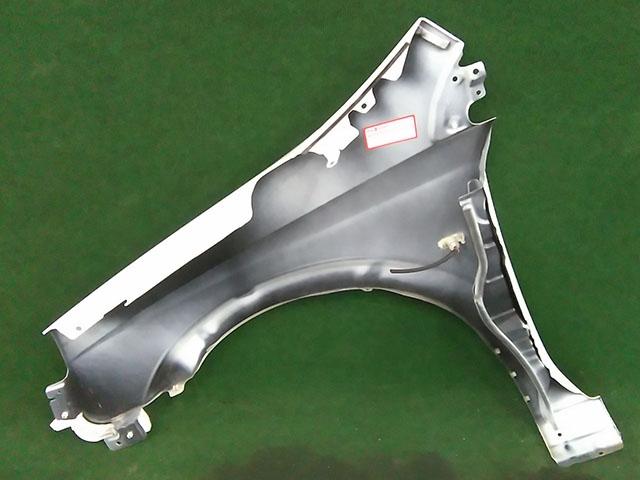 Крыло переднее правое белое с повторителем  63100EN035_BU