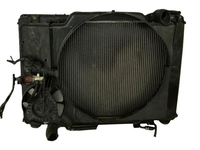 Радиатор охлаждения в сборе с диффузором и штуцерем обратки (Б/У) для TOYOTA ESTIMA R10 / R20 1990-1999