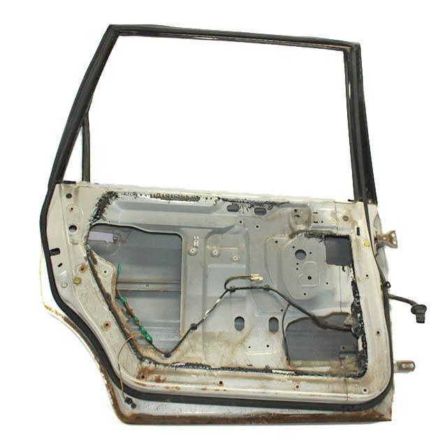 Дверь задняя левая с дефектом (ржавчина) (Б/У) для MITSUBISHI SPACE WAGON / CHARIOT GRANDIS N94W 1997-2002